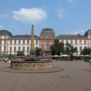 Marktplatz und Residenzschloss Darmstadt